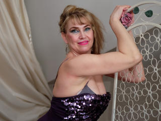 LadyMariahX - Webcam live porn with a gold hair Lady over 35