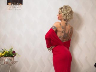 SexyCynthyaX - Video chat x with this shaved sexual organ Horny lady