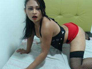 HornySayra - Sexy live show with sex cam on XloveCam®
