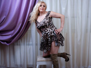 MatureEroticForYou - Chat live nude with a blond MILF
