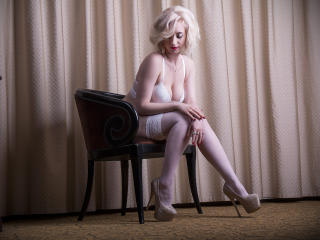 IsabelSteel - Sexy live show with sex cam on XloveCam
