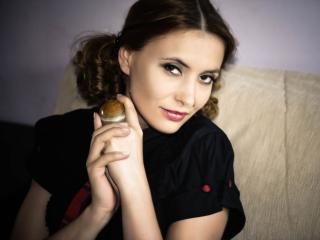 Mandi girl masturbating live on webcam