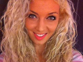 AbbyLuv69 - Cam hot with this European Young lady
