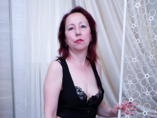 OneFlirtMadamM - Video chat x with a Lady over 35 with a standard breast