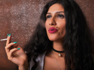 LaraVane - Sexy live show with sex cam on XloveCam