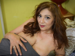 SxyVivian - Webcam porn with a standard titty MILF