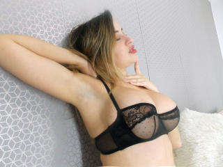 SarahFountaine steamy boobs on cam