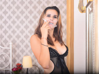 TiaCaress - Sexy live show with sex cam on XloveCam®
