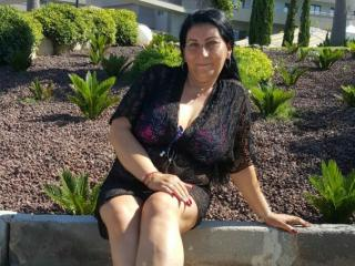 LilySweet - online show sex with this well built Lady over 35