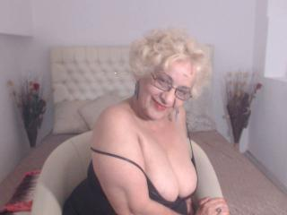 DivaDiamonds - Chat live porn with this gigantic titty Sexy mother