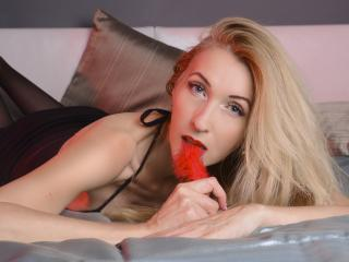 LadyLea - Webcam sexy with a gold hair Lady over 35