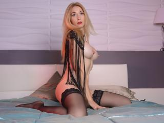 LadyLea - Live exciting with this well built Mature