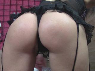MistressMonick golden shower quirk on webcam