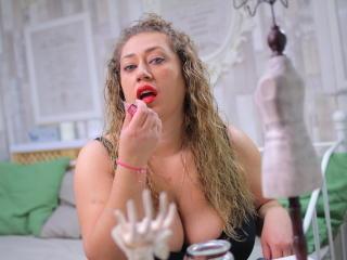 Sexy nude photo of KarinaIce