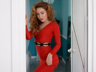 VaanesaTay - Live cam exciting with a European Sexy girl