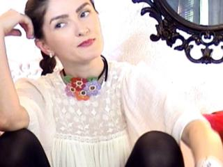 EmmaBrie - Web cam nude with a White Young lady