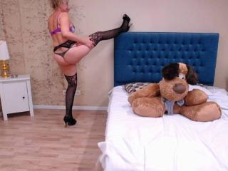 LadyMariahX - Live nude with this standard build Mature