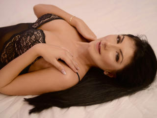 SoniaMartiny - Webcam live xXx with a black hair Sexy babes