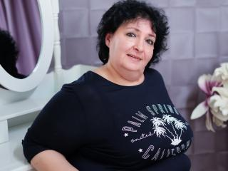 Sexy nude photo of MatureDora