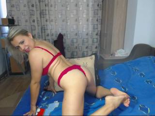 LadyAvery69 girl naked on webcam