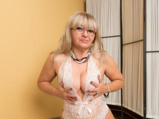WideDelightX - online chat x with this light-haired Mature