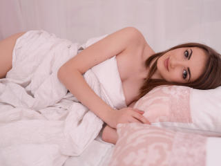 IsabelleBlanca - Live cam nude with a White Hot babe