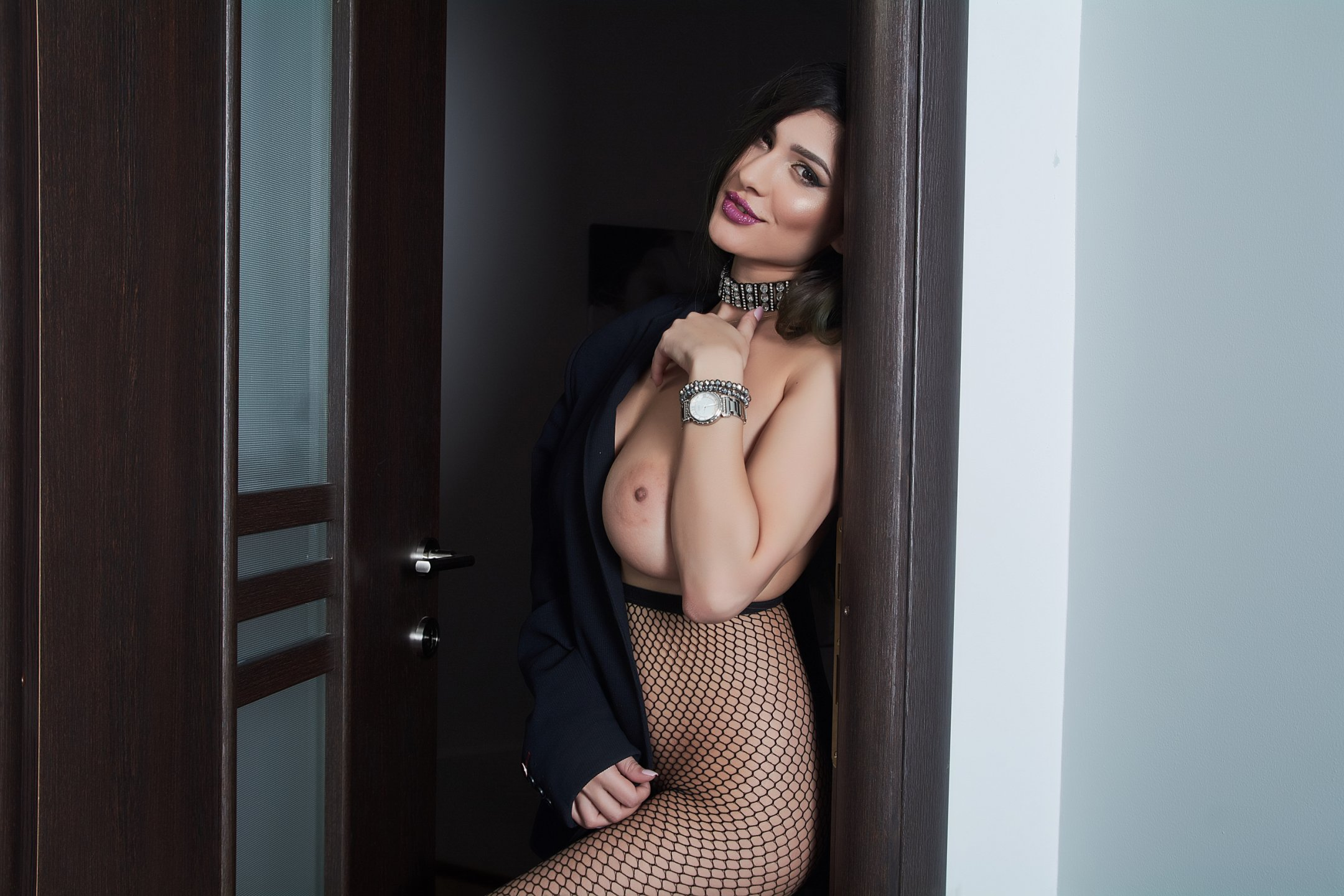LaraVane - Chat hot with a bubbielicious Young lady
