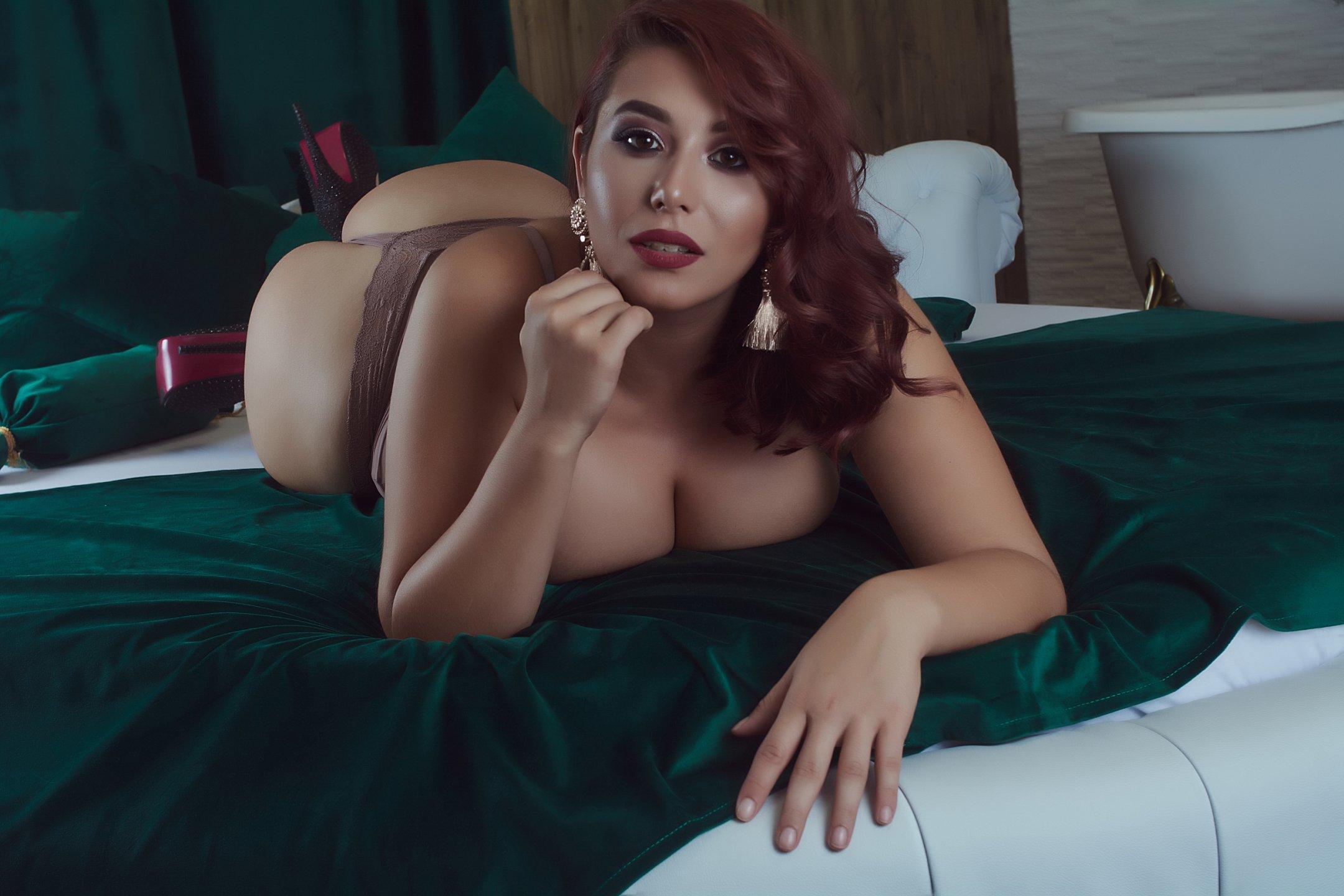 Bustyeveline bustyeveline - mladé ženy - 19 let