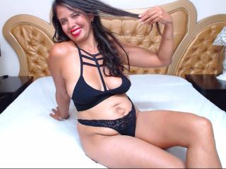 OlivaFoxy - Cam sexy with a latin Sexy mother