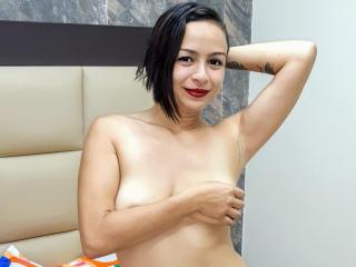VeronicaLuggo nude girl show on cam
