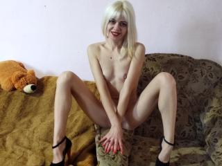LizzieAmaze - Webcam live x with a medium rack Sexy babes