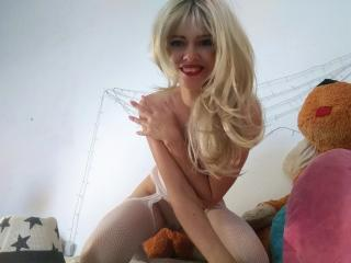 LizzieAmaze - Show sexy with this Girl with regular melons