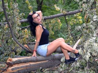 MelaDiamondX - Show live exciting with this dark hair Exciting babe
