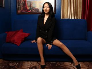 DiGlory - Chat live sexy with this black hair Nude young and sexy lady