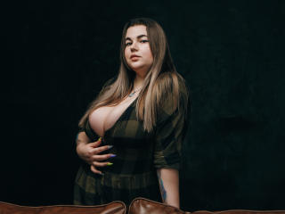 MayBeelove - Live chat hard with this shaved vagina Exciting young and sexy lady