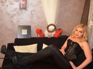 Фото секси-профайла модели DomixBuffy, веб-камера которой снимает очень горячие шоу в режиме реального времени!