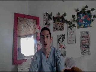 Poza sexy de profil a modelului JustinBigCun, pentru un intens show webcam live !