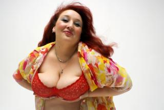 Picture of the sexy profile of BigAnna, for a very hot webcam live show !