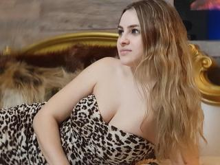 Picture of the sexy profile of CharmingMelanie, for a very hot webcam live show !