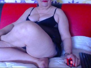 SuperFoxyMilf - Chat cam porn with a big body MILF
