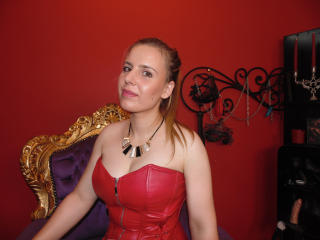 Picture of the sexy profile of QueenAva, for a very hot webcam live show !