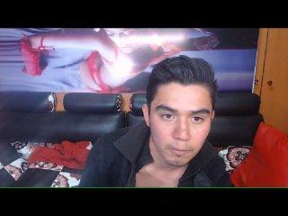 Poza sexy de profil a modelului ClayTower, pentru un intens show webcam live !