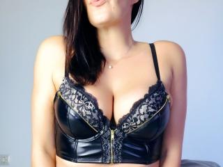 Picture of the sexy profile of LinseySquirt, for a very hot webcam live show !