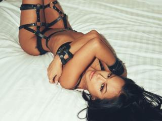 Фото секси-профайла модели BadlyLilyHot, веб-камера которой снимает очень горячие шоу в режиме реального времени!