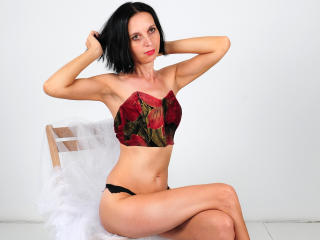 Photo de profil sexy du modèle SexyFlora, pour un live show webcam très hot !