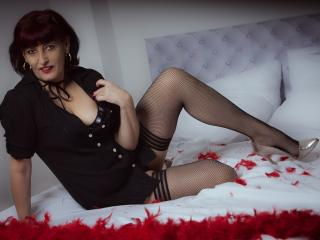 Photo de profil sexy du modèle AdriannaMature, pour un live show webcam très hot !