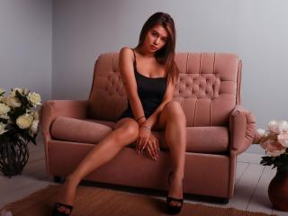 Photo de profil sexy du modèle JessicaWild, pour un live show webcam très hot !