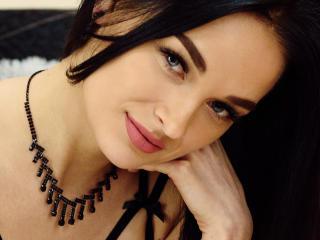 Bild på den sexiga profilen av DominikaF för en väldigt het liveshow i webbkameran!