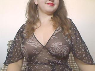 Picture of the sexy profile of HotCurvyBella, for a very hot webcam live show !