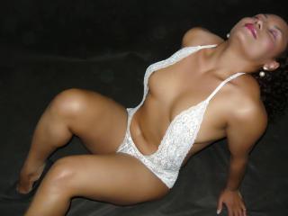 Photo de profil sexy du modèle VanessaHOTs, pour un live show webcam très hot !